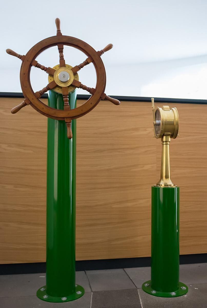 Schiffssteuerstand historisch - Auswertung der analogen Signale an die Schiffssimulation