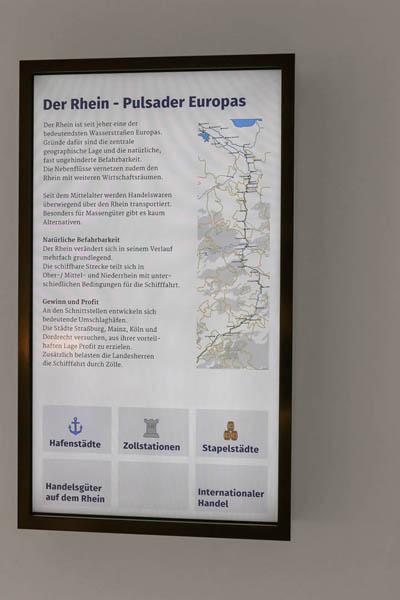 interaktiver_Touchscreen_42_Zoll